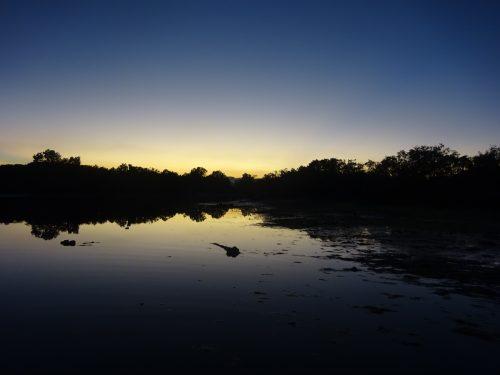 夕方の海辺